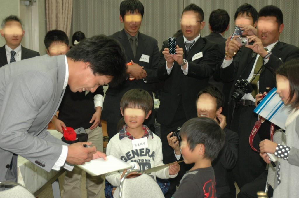 憧れの加藤翔平選手と握手ができて子ども達もうれしそうでした
